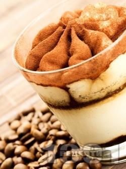 Десерт от крем маскарпоне, кафе и какао (без яйца) - снимка на рецептата
